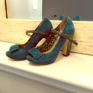 Turquoise shoes by Seychelles